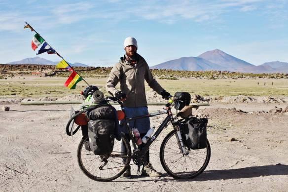 Colorado on the road_javier colorado_vuelta al mundo_españa_bolivia_titicaca_la paz_reto_orbea_mens health_bucefalo_Cholitas_salar_uyuni_inkawasi_desnudo_pelotas_Bolivia_la paz_Diario.11